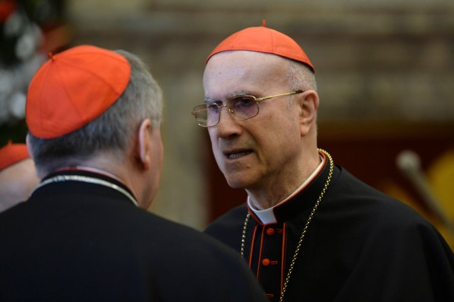 Cardinal Tarcisio Bertone, center, former Vatican secretary of state, talks with his successor, Cardinal Pietro Parolin, before the arrival of Pope Francis to lead the traditional Christmas greetings to the Roman Curia in December. (CNS/Reuters pool)
