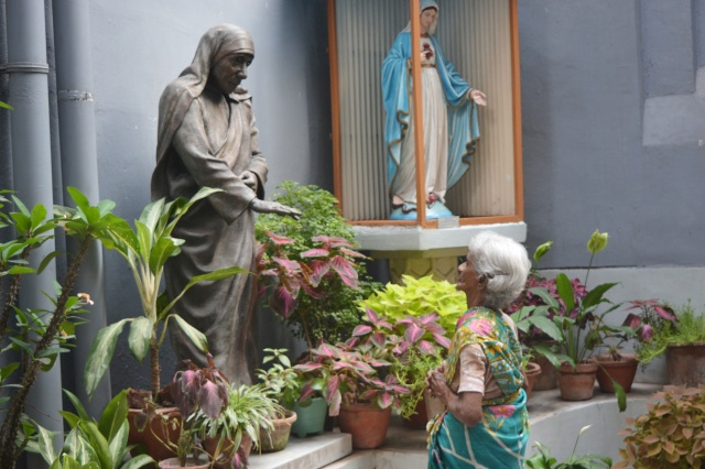 Margaret Rose of Kolkata, India, prays before a statue of Blessed Teresa at the headquarters of the Missionaries of Charity March 18. (CNS/Saadia Azim