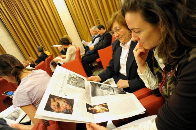 "Women look at a new monthly women's insert called ""Women-Church-World"" in L'Osservatore Romano in this 2012 file photo. (CNS/L'Osservatore Romano via Reuters)"