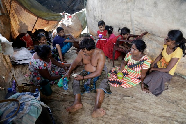 Displaced Sri Lankan flood victims eat meals May 20 at a shelter in Colombo. Catholic leaders during the World Humanitarian Summit May 24 in Istanbul said it was time to overhaul the global humanitarian system because the current aid structure is failing to reach those most in need. (CNS/EPA)