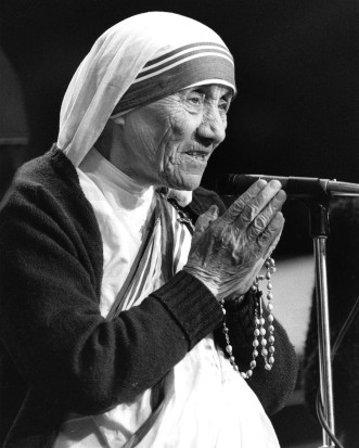 Mother Teresa holds a rosary while speaking in an undated photo. (CNS)