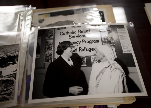 Eileen Egan and Blessed Teresa of Kolkata are seen in an archival photo at The Catholic University of America in Washington. (CNS/Tyler Orsburn)