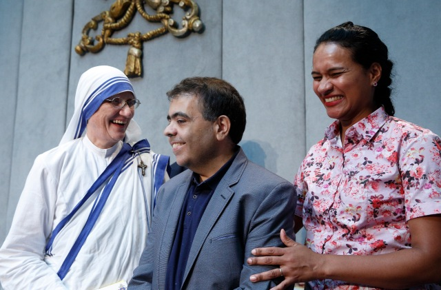 Marcilio Haddad Andrino, center, whose cure from brain abscesses was accepted as the second miracle for the sainthood cause of Blessed Teresa of Kolkata, is pictured with his wife, Fernanda Nascimento Rocha, and Sister Mary Prema Pierick, superior general of the Missionaries of Charity, during a Sept. 2 press conference on the canonization of Mother Teresa at the Vatican. (CNS/Paul Haring)