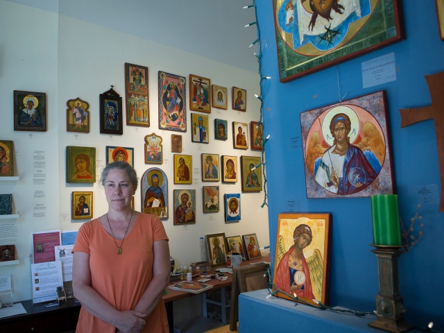 Colette Kalvesmaki, a Byzantine iconographer in Washington, in her studio. (CNS/Tyler Orsburn)