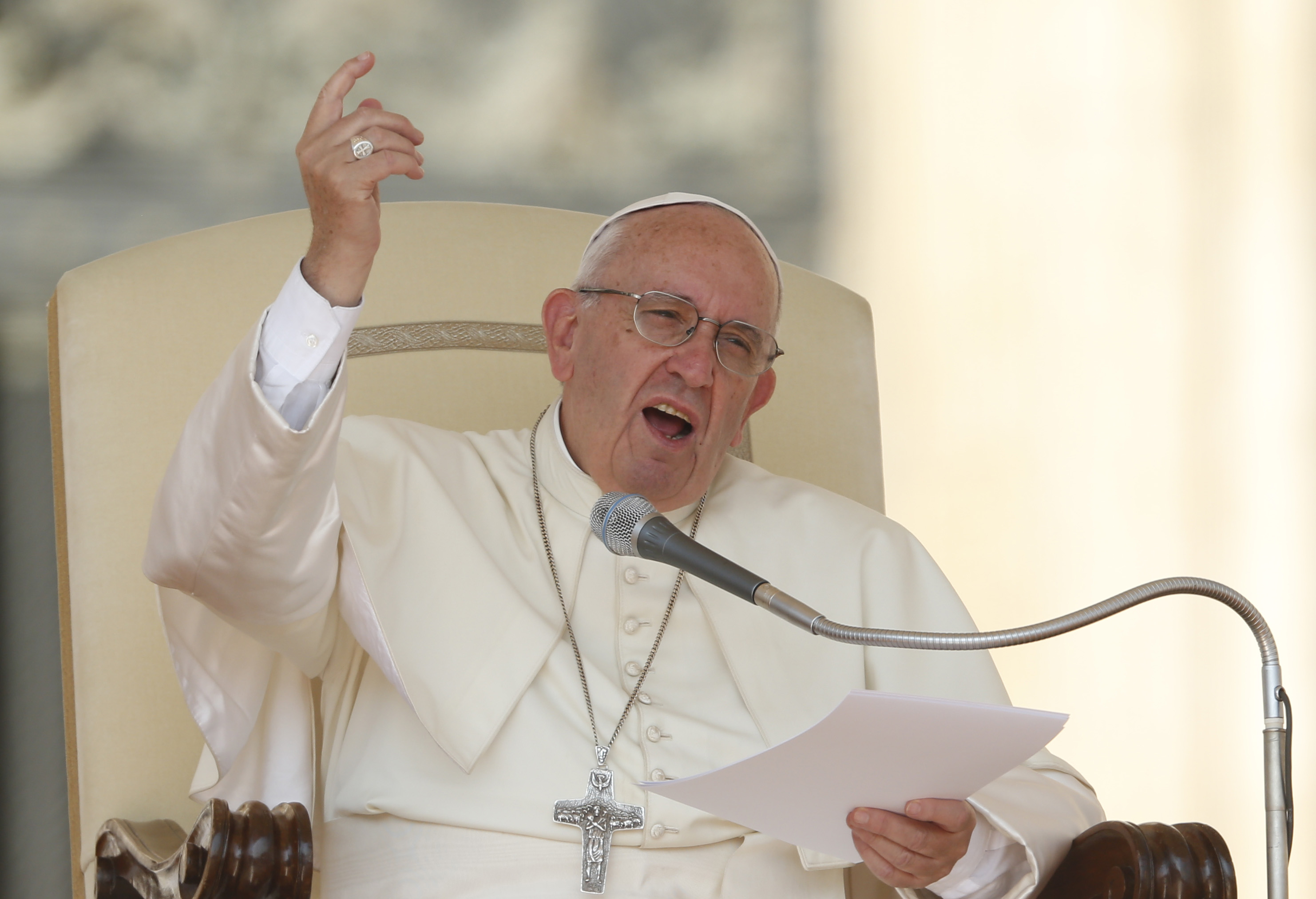 Pastors who become princes are far from Jesus' spirit, pope says