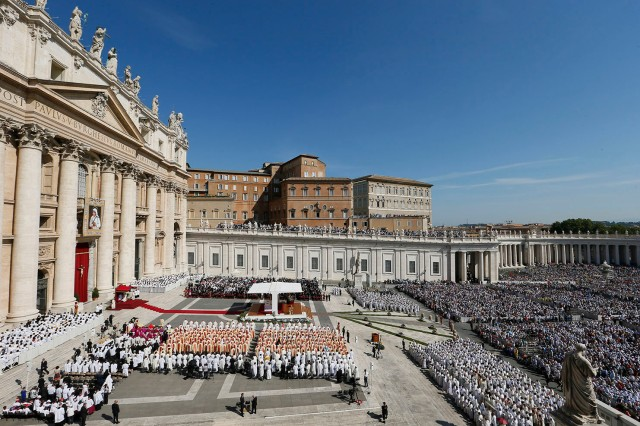 Pope Francis celebrates the canonization Mass of St. Teresa of Kolkata in St. Peter's Square at the Vatican Sept. 4. (CNS photo/Paul Haring)