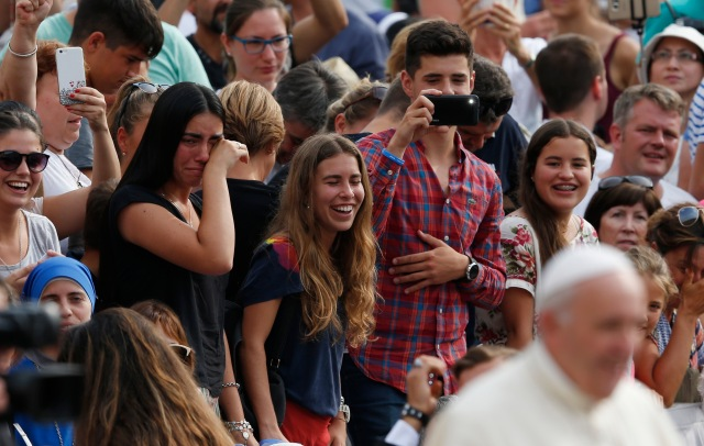 Pilgrims react as Pope Francis greets the crowd during his general audience in St. Peter's Square at the Vatican Aug. 31. (CNS/Paul Haring)