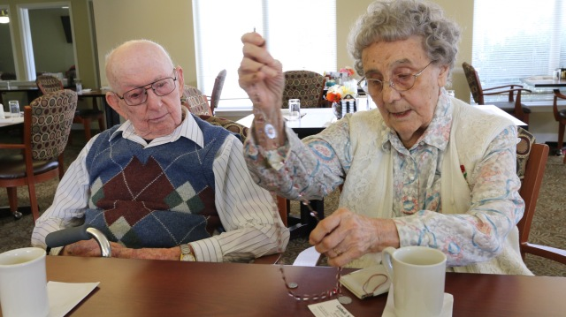 Claude and Yvette Arrington will mark their 75th anniversary in May. (CNS/Ed Langlois, Catholic Sentinel)