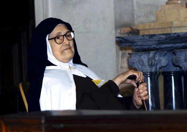 Sister Lucia dos Santos, one of the three children who saw Our Lady of Fatima in 1917, is pictured in a 2000 photo. She died in 2005 at the age of 97. (CNS/EPA)