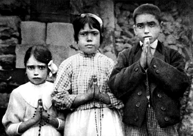 Portuguese shepherd children Lucia dos Santos, center, and her cousins, Jacinta and Francisco Marto, are seen in a file photo taken around the time of the 1917 apparitions of Mary at Fatima. (CNS/EPA)