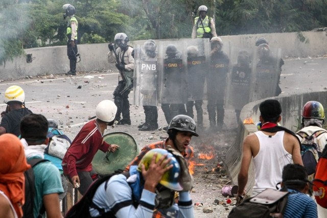 Protesters clash with police June 5 in Caracas. (CNS/EPA)