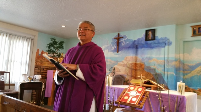 Father Rafael Bercasio speaks to tourists gathered for Sunday Mass at El Cristo Rey Chapel in Grand Canyon National Park in Arizona. (CNS/Ana Rodriguez-Soto, Florida Catholic)