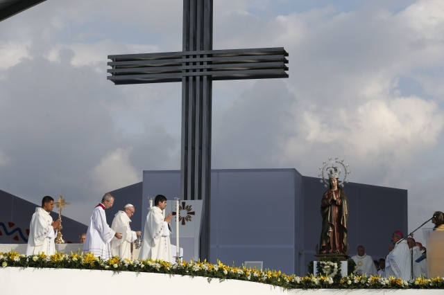 Pope Francis celebrates Mass at Simon Bolivar Park in Bogota, Colombia, Sept. 7. (CNS/Paul Haring)