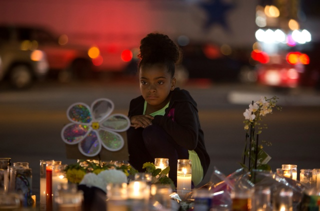 A girl looks at a makeshift memorial for victims of the Oct. 1 mass shooting along the Las Vegas Strip. (CNS/Las Vegas Sun via Reuters)