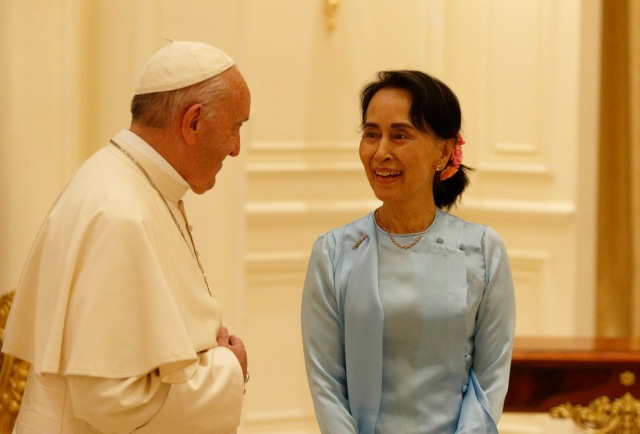 Pope Francis meets Aung San Suu Kyi, state counselor and foreign minister of Myanmar, at the presidential palace in Naypyitaw, Myanmar, Nov. 28. (CNS/Paul Haring)