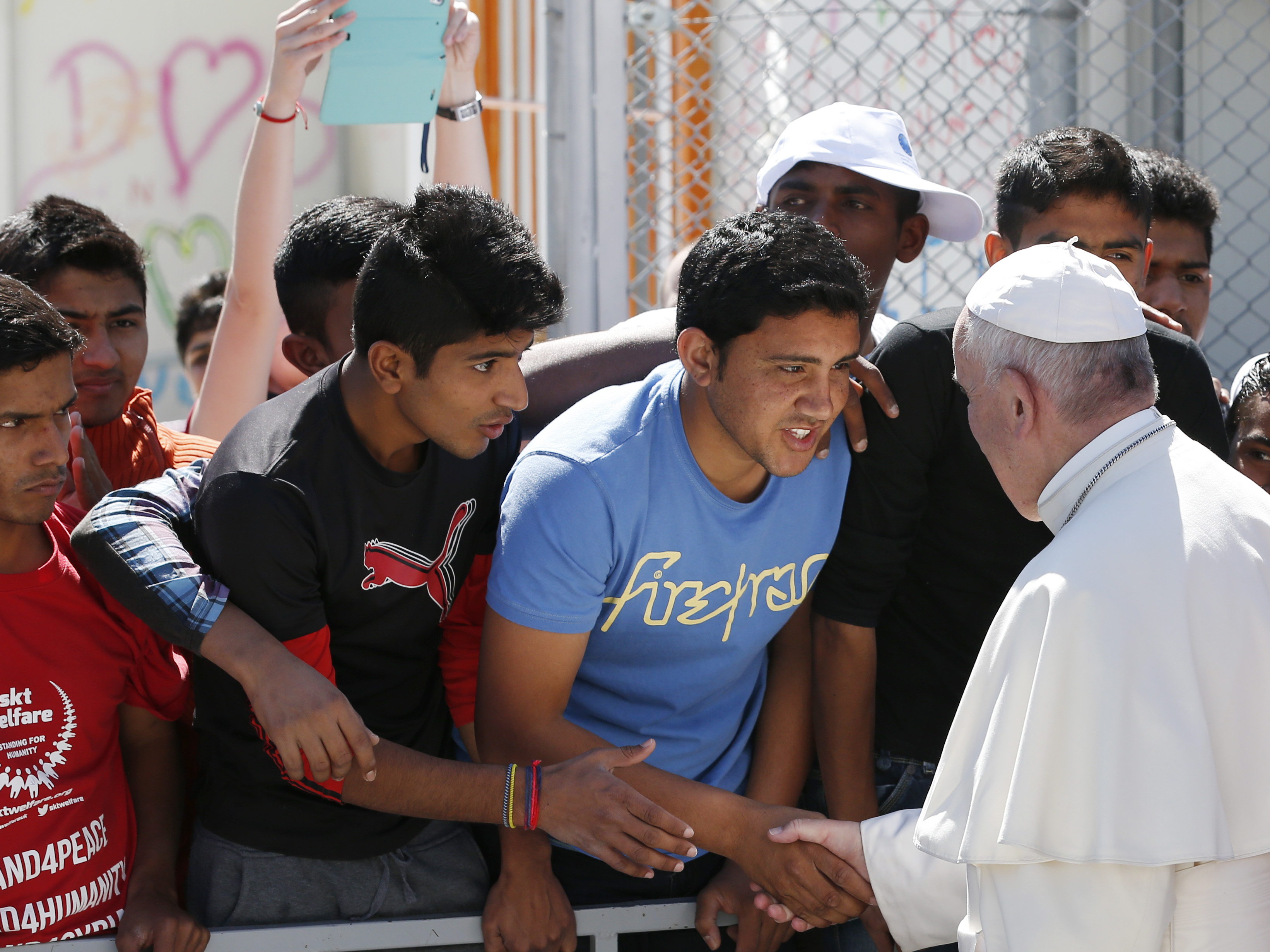 Pope thanks refugee center's efforts to help migrants